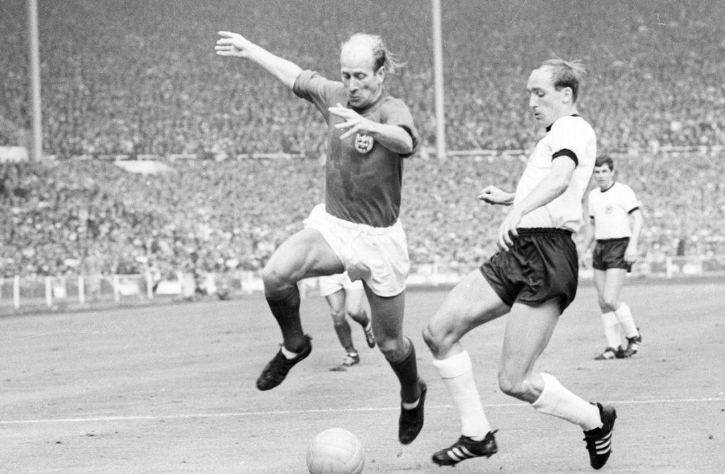 WM Finale 1966 Engalnd - BR Deutschland, 4:2 n.V. - Bobby Charlton (links)