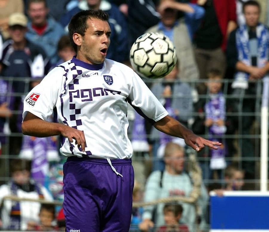 Osnabrücks Mittelfeldspieler Anel Dzaka in Aktion am 31.08.2003 im heimischen Piepenbrock-Stadion an der Brehmer Brücke.