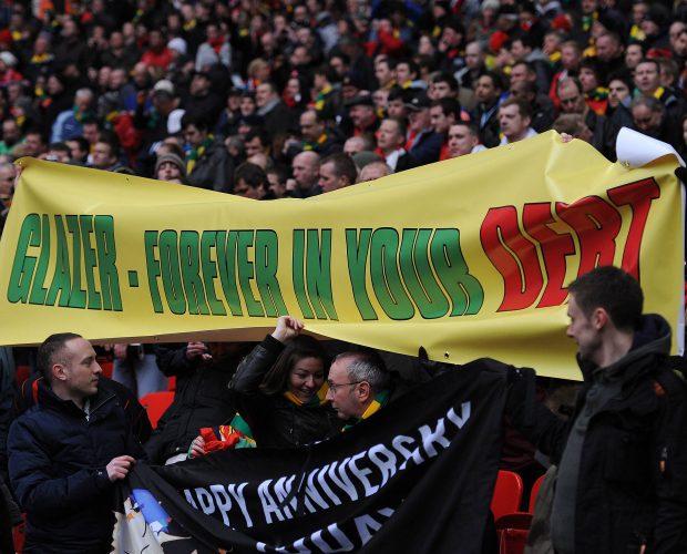 Fans von Manchester United protestieren gegen Investor Malcolm Glazer, der den Klub 2005 übernahm.
