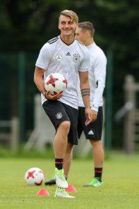 Maximilian Philipp wechselt für 20 Millionen Euro vom SC Freiburg zu Borussia Dortmund.