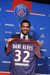 Mit Dani Alves verpflichtet Paris Saint Germain einen großen Namen von Juventurs Turin