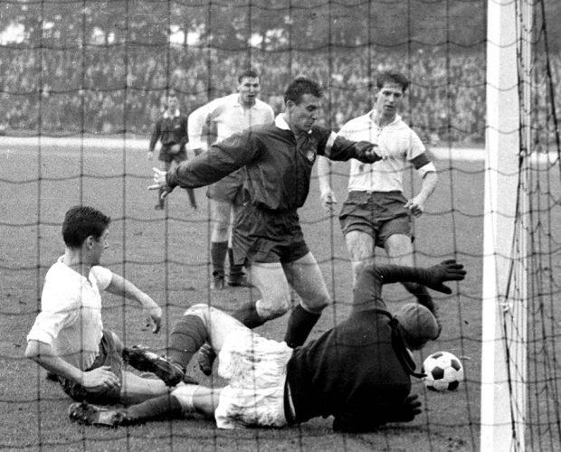 Koeln gegen Bremen am 05.10.1963