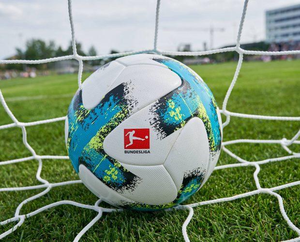 """Bundesliga Saison 2017/2018 Offizieller Spielball """"Torfabrik"""" von Adidas"""